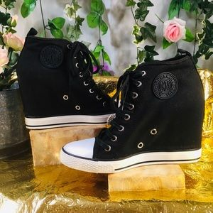 DKNY black canvas covered wedge sneakers 🖤